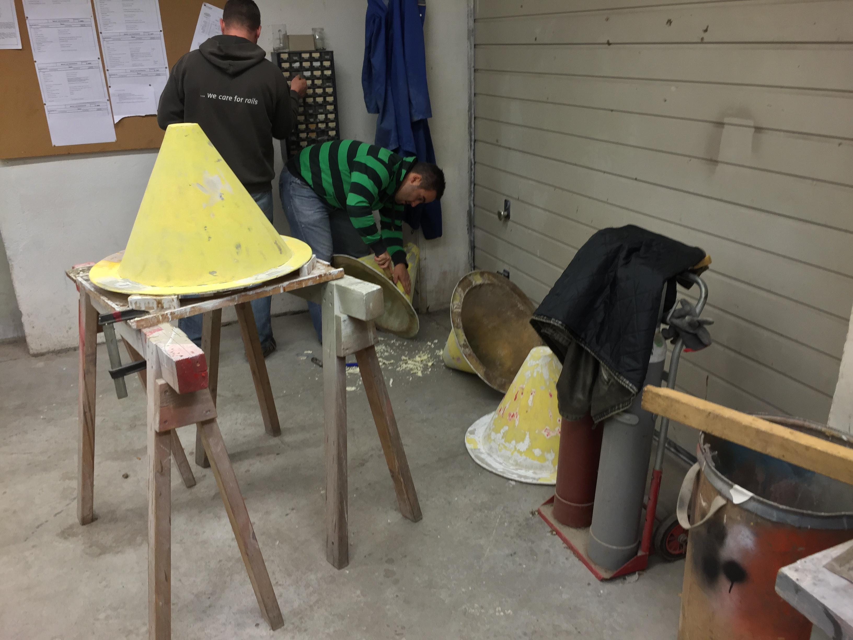 Abgeschliffene Hütchen, die gleich gespachtelt werden